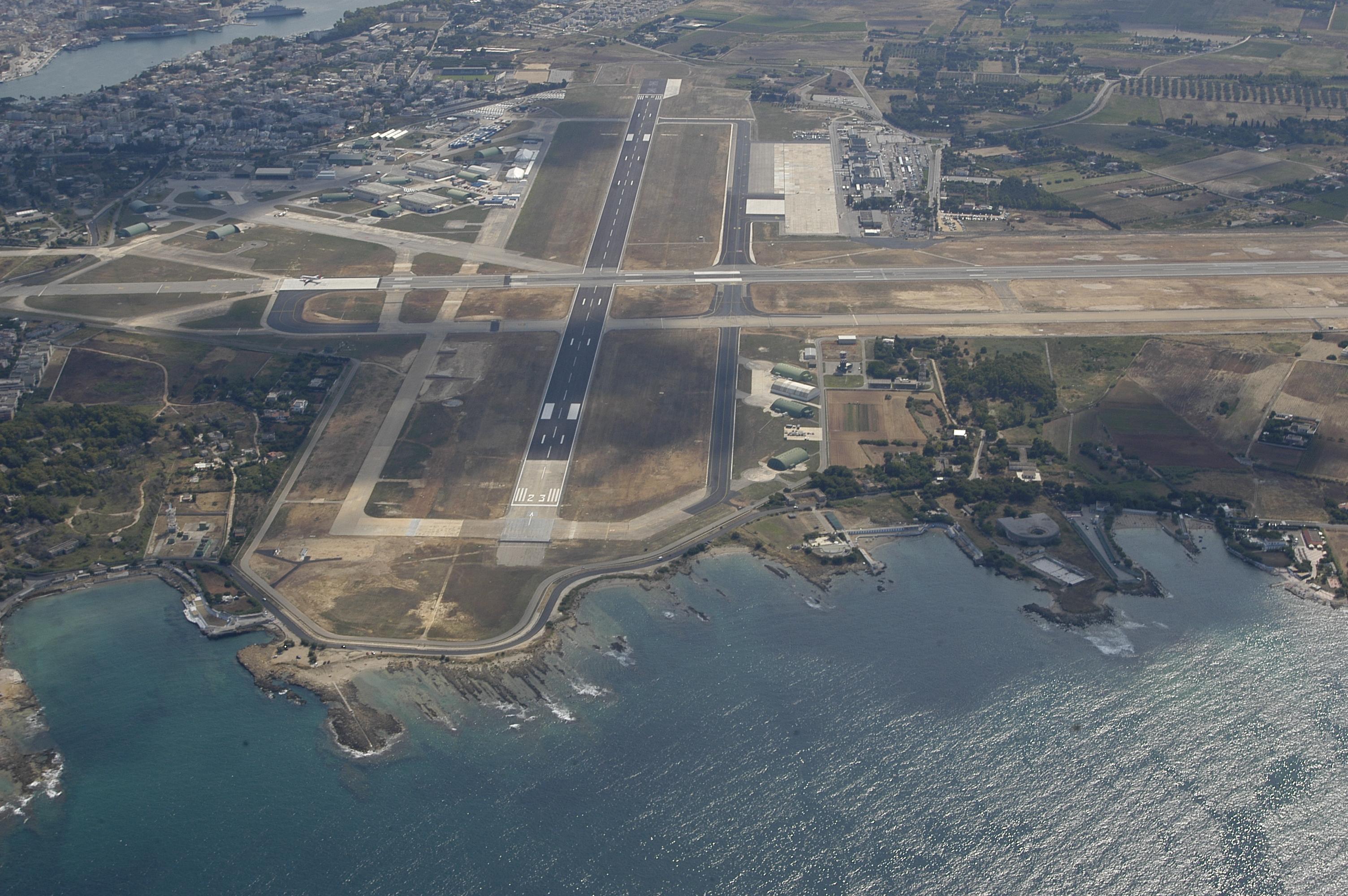 Aeroporto Brindisi : Aeroporto di brindisi aleandri